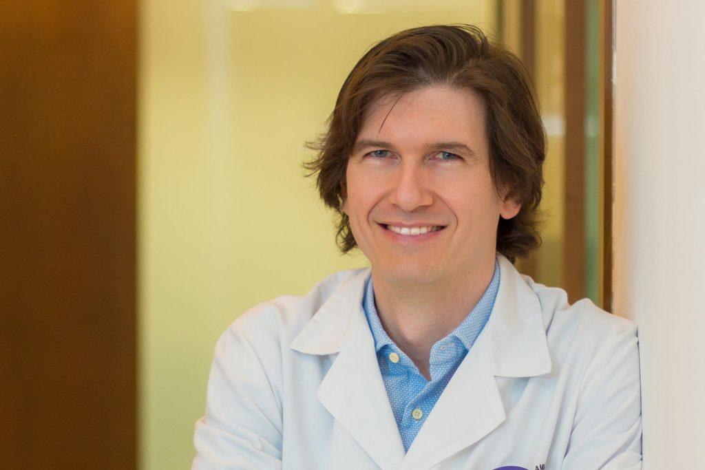 Dr. Jonatán Amián Cordero